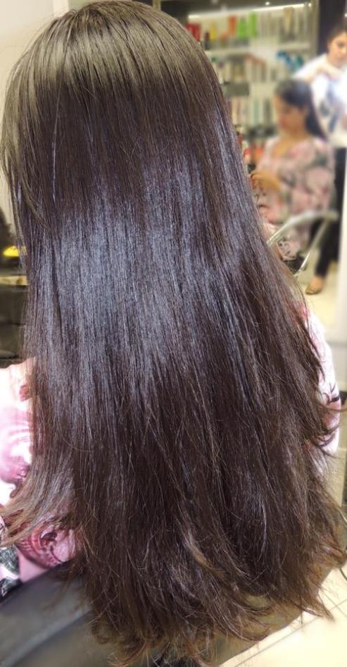 Essa foto foi tirada, antes de eu fazer meu corte bordado, ele estava sem corte, sujo e sem escova. Esse é o meu cabelo natural, zero química e depois de amamentar 11 meses.  Não pensem que foi sempre assim...